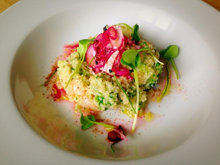 Cuscús de langostinos y brócoli con vinagreta de cebolleta morada